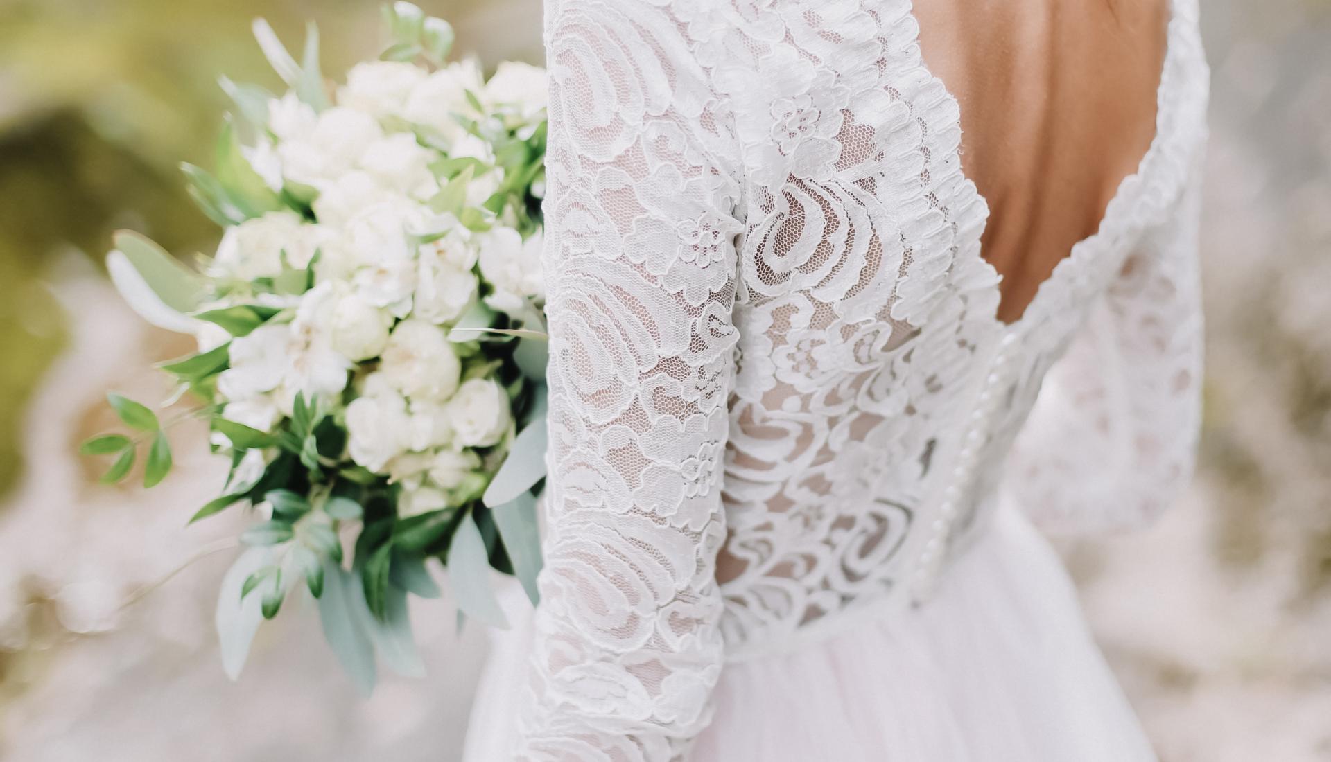Organisation de mariages robe de marié en dentelle